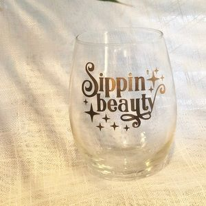 Other - Sippin Beauty Wine Glass